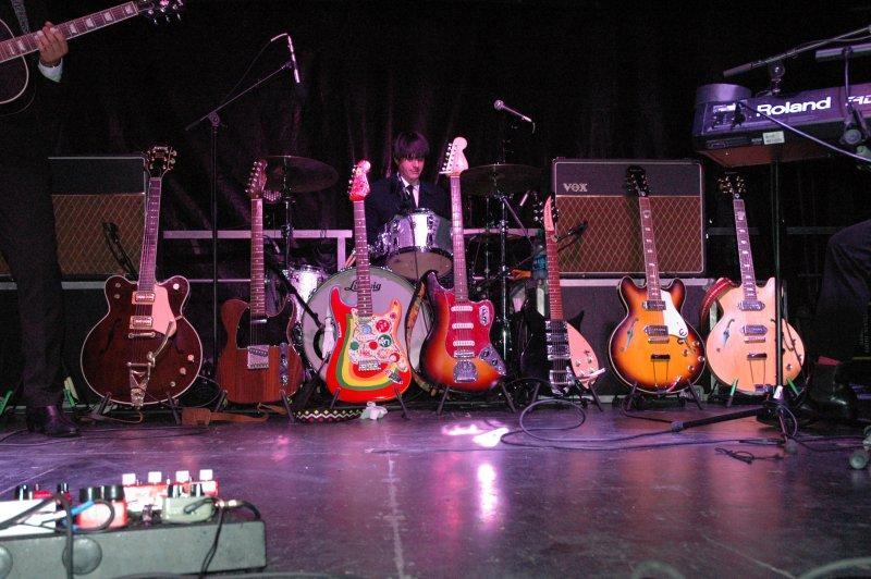 HMF_14_Beatlemania_guitars