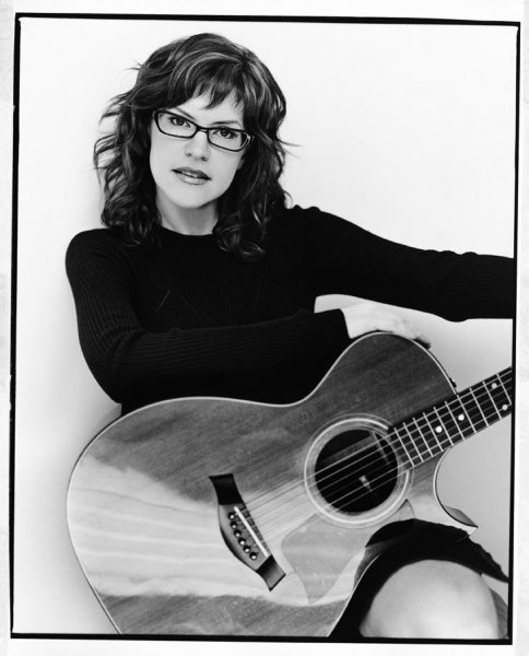 LISA LOEB Photo by Kevin Westenburg Photography